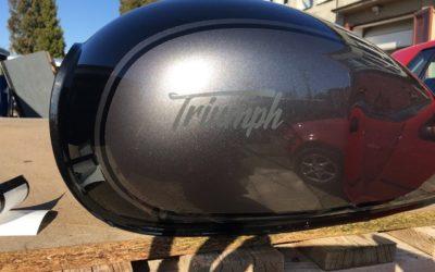 Triumph – lakování nádrže