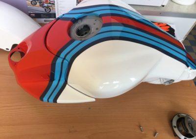 Yamaha MT 01 - lakování nádrže Martini